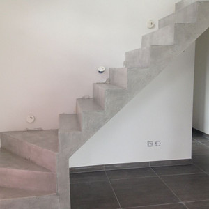 revetement escalier beton interieur good marches en tle acier lisse with revetement escalier. Black Bedroom Furniture Sets. Home Design Ideas